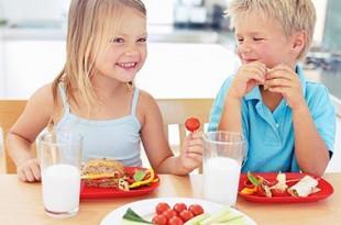 come alimentare un bambino