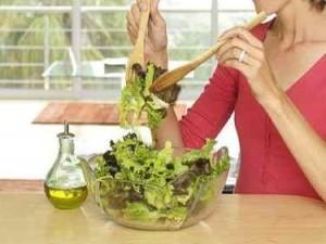 A dieta con l'insalata: 5 idee per condimenti leggeri