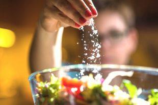 Dieta senza sodio: fa bene o fa male?